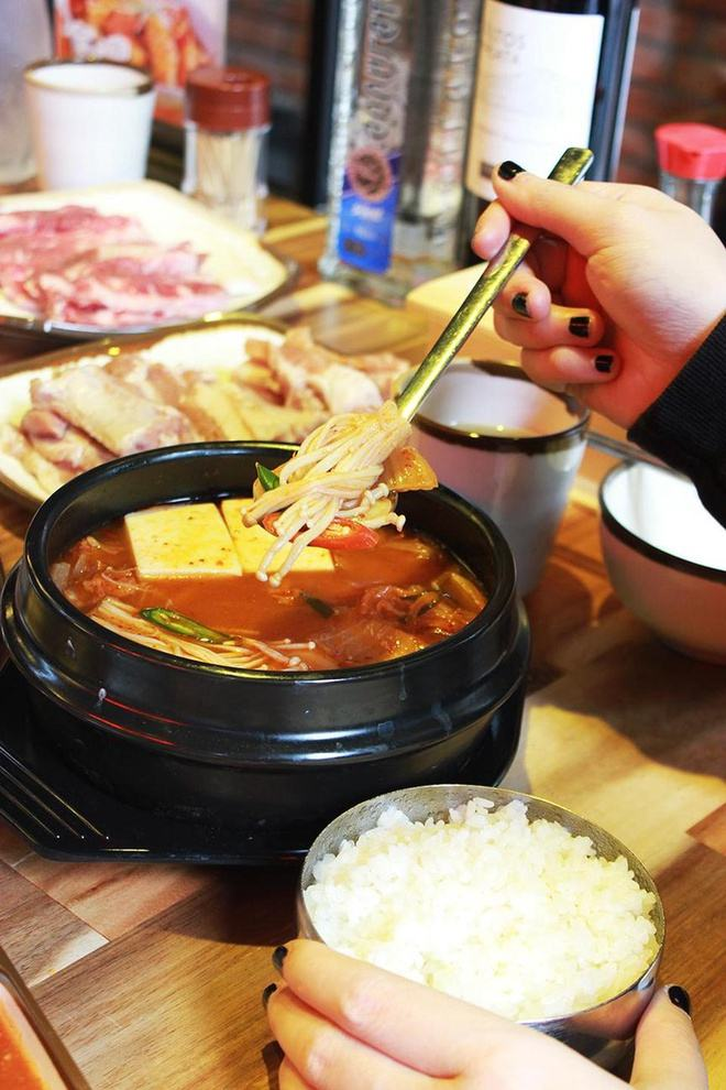 Lẩu kim chi gogi house